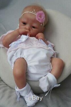 Tsybina Nursery Tsybina Natalya, newborn baby Mindy by Adrie Stoete